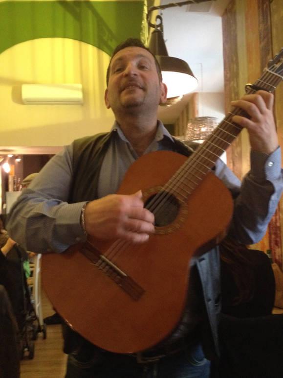 Neapolitan songs at da Donato restaurant
